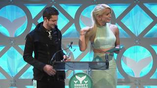 ThreadBanger accept the Shorty Award for Best in DIY
