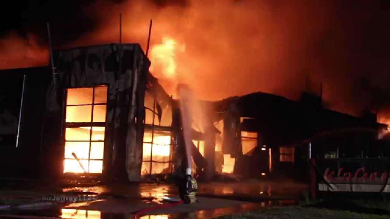 12  07  15  Zeer Grote Brand op industrieterrein Zwolsche Hoek Urk    YouTube