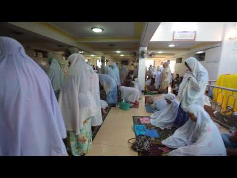 Women in Friday prayers at mosque in Yangon 4980