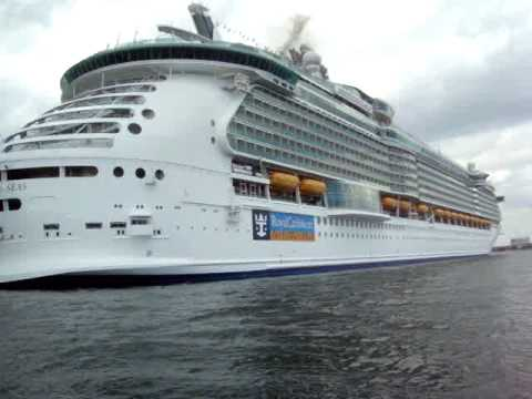 World's Largest Cruise Ship // Independence of The Seas ...
