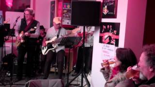 Au Cafe Vagabond Music Night
