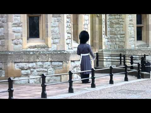 Tower of London - Foot Guard in front of the Jewel House