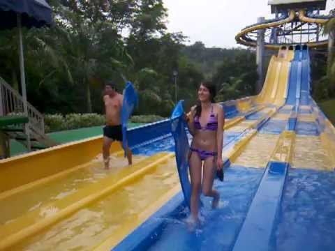 Tobogan pulpo piscilago youtube for Pulpo para piscina