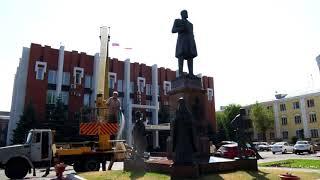 Коммунальщики решили отмыть памятник Петру Столыпину