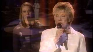 Watch Anne Murray In The Garden video