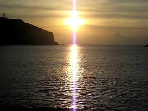 最西端の西崎へと落ちる夕日を見る。