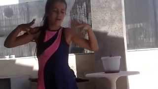niña de 12 años bailando - Loop Youtube Videos