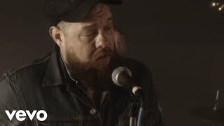 Смотреть клип Nathaniel Rateliff & The Night Sweats - Howling At Nothing