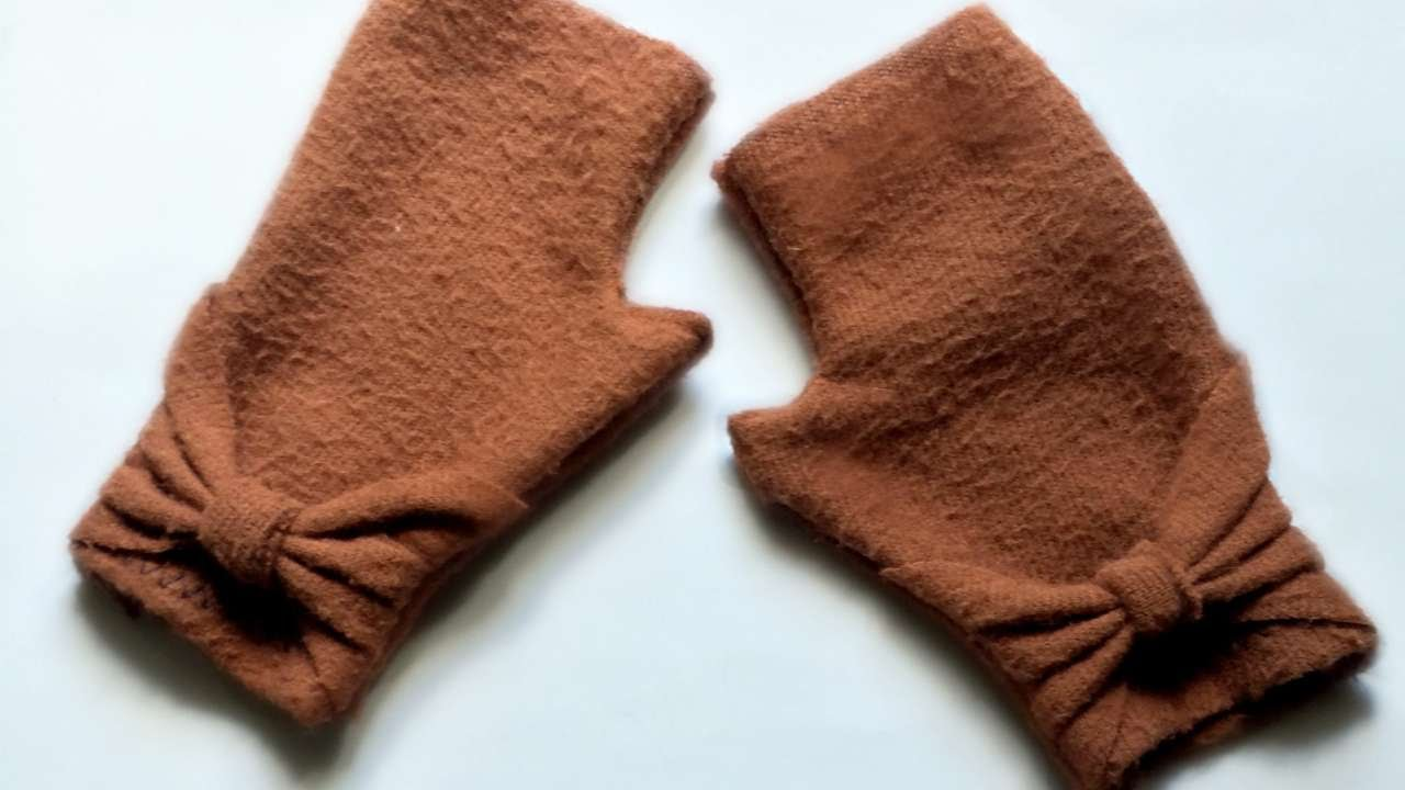 Fingerless gloves diy - How To Sew Adorable Fleece Hand Warmers Diy Style Tutorial Guidecentral