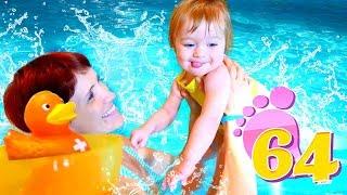 Бьянка учится плавать в бассейне - Привет, Бьянка в Турции.