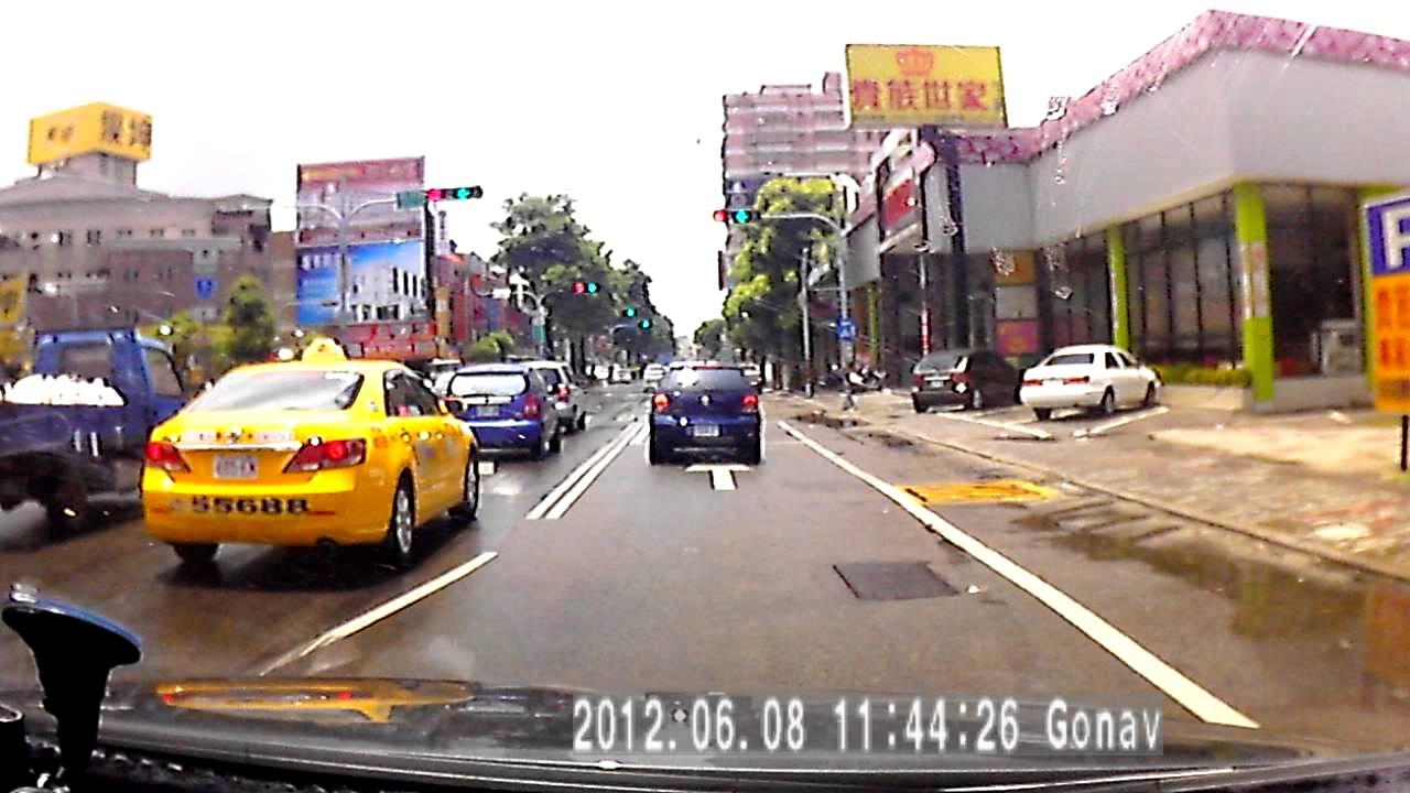 臺中中清路麥當勞前腳踏車翻車 - YouTube