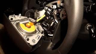 Toyota Corolla. Снятие пластиковых элементов руля.