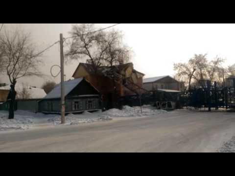В Благовещенске кран рухнул на дом