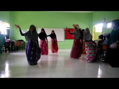 Tari Kipas, Tari Khas Sulawesi, Musik Indonglogo.