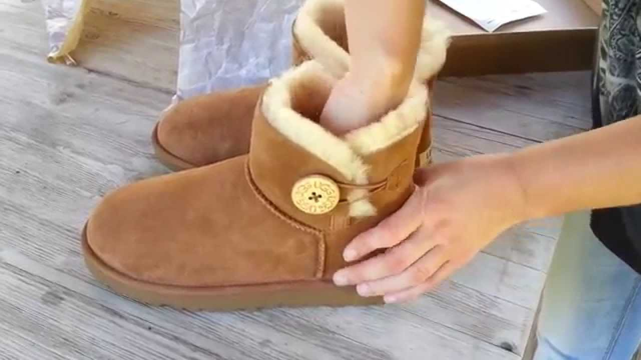 ef6290cfb48 UGG Mini Bailey Buttton Chestnut
