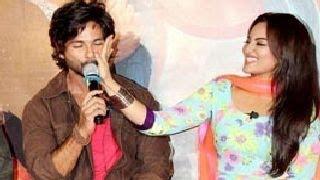 Repeat youtube video R...RajKumar TRAILER LAUNCH -- Shahid Kapoor, Sonakshi Sinha & Sonu Sood
