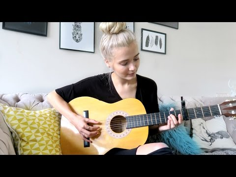 LEARNING HOW TO PLAY THE GUITAR!