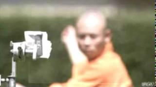 Шаолиньский монах бросает иголку через стекло