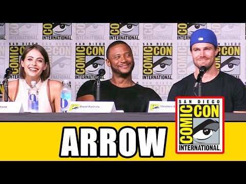 ARROW Comic Con 2016 Panel Highlights (Part 1) - Stephen Amell, Emily Bett Rickards, Season 5