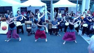 Phantom Drums & Dundunba dancers - Yankadi / Makru