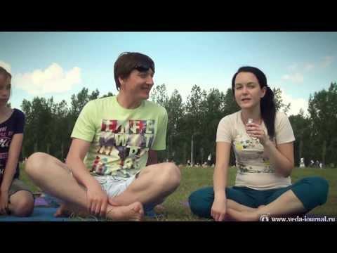 Видео: Флеш-моб 108 кругов Сурьи Намаскар, Красноярск