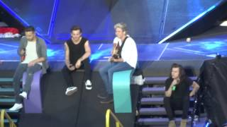One Direction - Harry talking (oh yeah) + Little Things Brussels 13/06