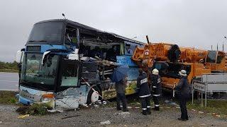 Busz és daru ütközött Grospetersdorfnál - Bus kollidiert mit Kran