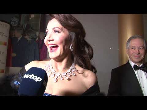 Lynda Carter on red carpet at Kennedy Center Honors