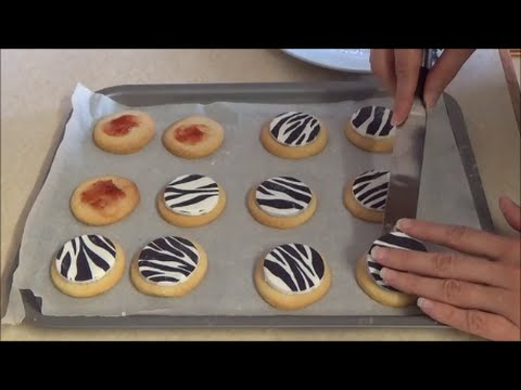 How To Decorate Cookies Using Fondant Icing