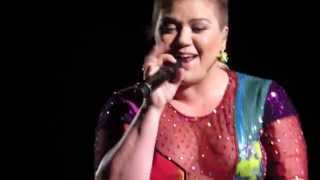 "Kelly Clarkson ""Dance With Me"" Live, Hershey PA"