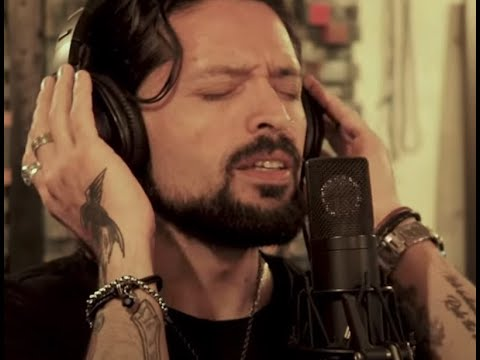 """RAINBOW's Ronnie Romero debuts cover of Rainbow's song """"Rainbow Eyes"""" tribute to Dio"""
