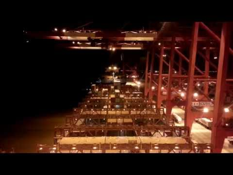 Timelapse video. Containership MAERSK KOKURA. Approaching Ya