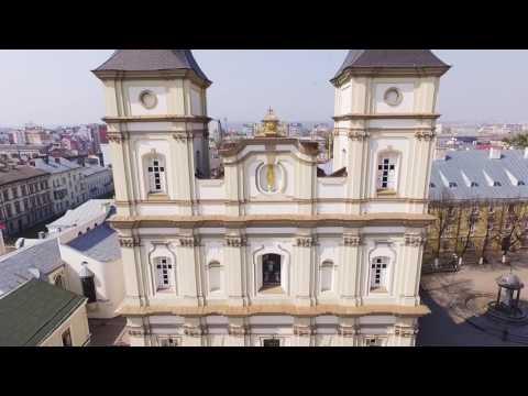 Вулиця. Архікатедральний собор Воскресіння Христового в Івано-Франківську