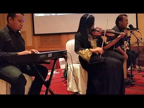 Nastia-Rapuh cover by SARASARA AKUSTIKA