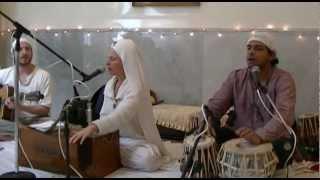 Chatra Chakra Varti - Snatam Kaur Khalsa - Guru Ram Das Ashram, January 2013
