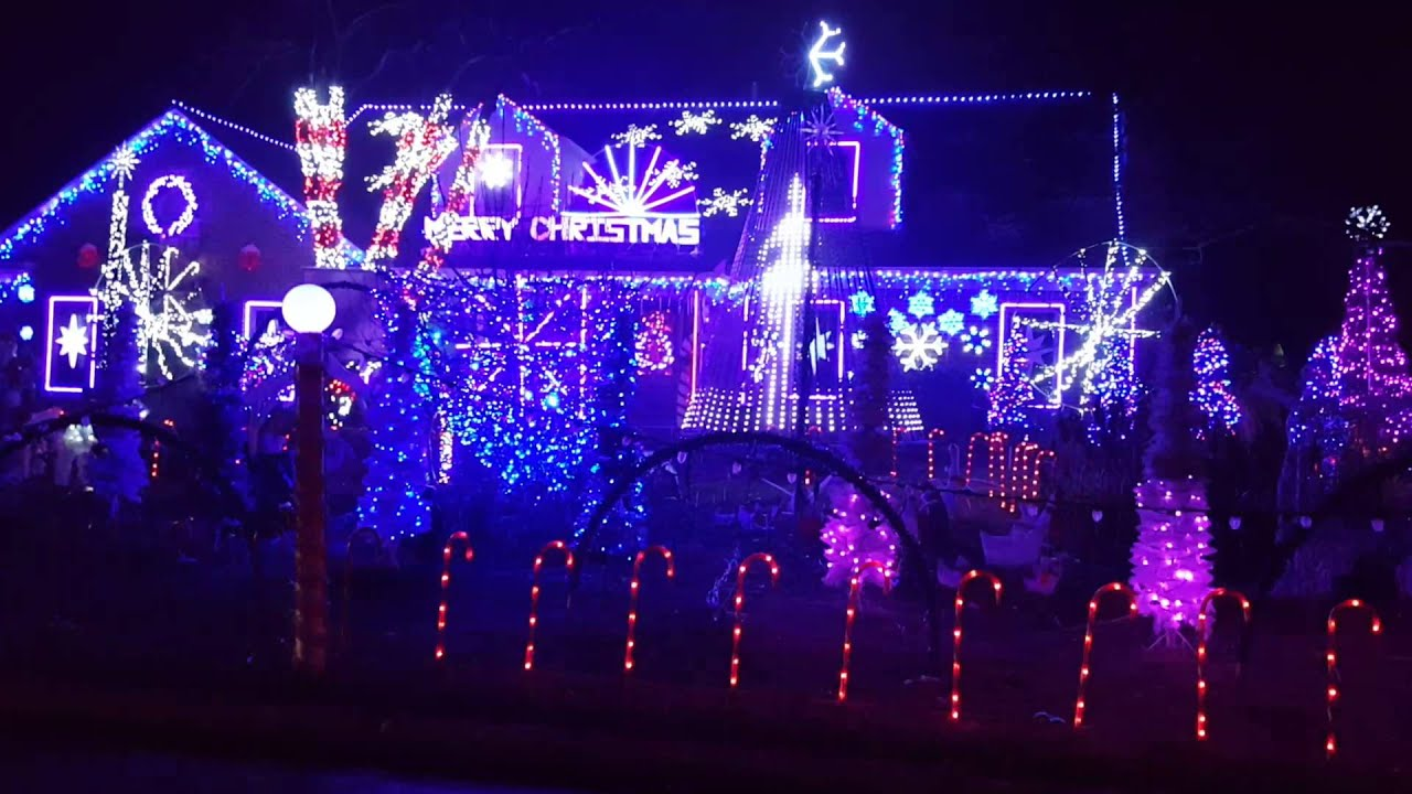 1200 Cleveland St, Wilmette Christmas Lights   YouTube