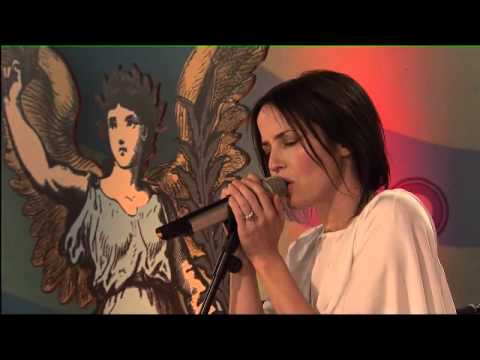 Andrea Corr - Pale Blue Eyes + Interview (Isle of Wight Festival)