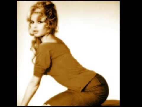 Brigitte Bardot - C'est une bossa nova + Lyrics