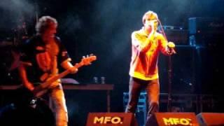 REINCIDENTES + DIE TOTEN HOSEN Sheena Is a Punk Rocker Lumbreiras 2009