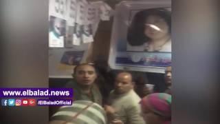 مرشحو الصحفيين يحاولون كسر باب قاعة فرز الصناديق.. فيديو