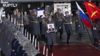 بالفيديو.. لحظة وصول جثمان السفير الروسى بأنقرة لموسكو فى جنازة رسمية