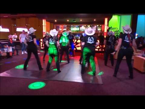 SWEET MAUREEN par le groupe animation COWBOY HAT DANCERS