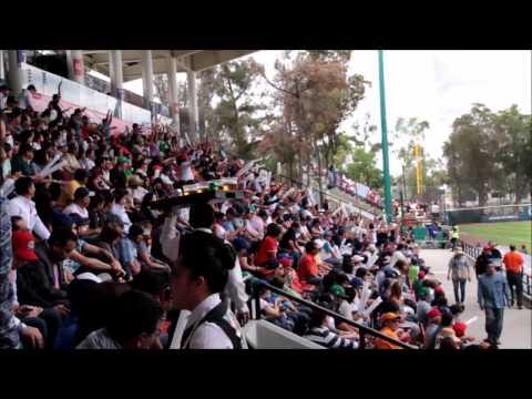 Haciendo la ola en el Fray Nano - Mexico City Series 2016