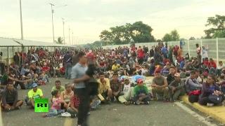 Migrantes estancados en la frontera entre Guatemala y México