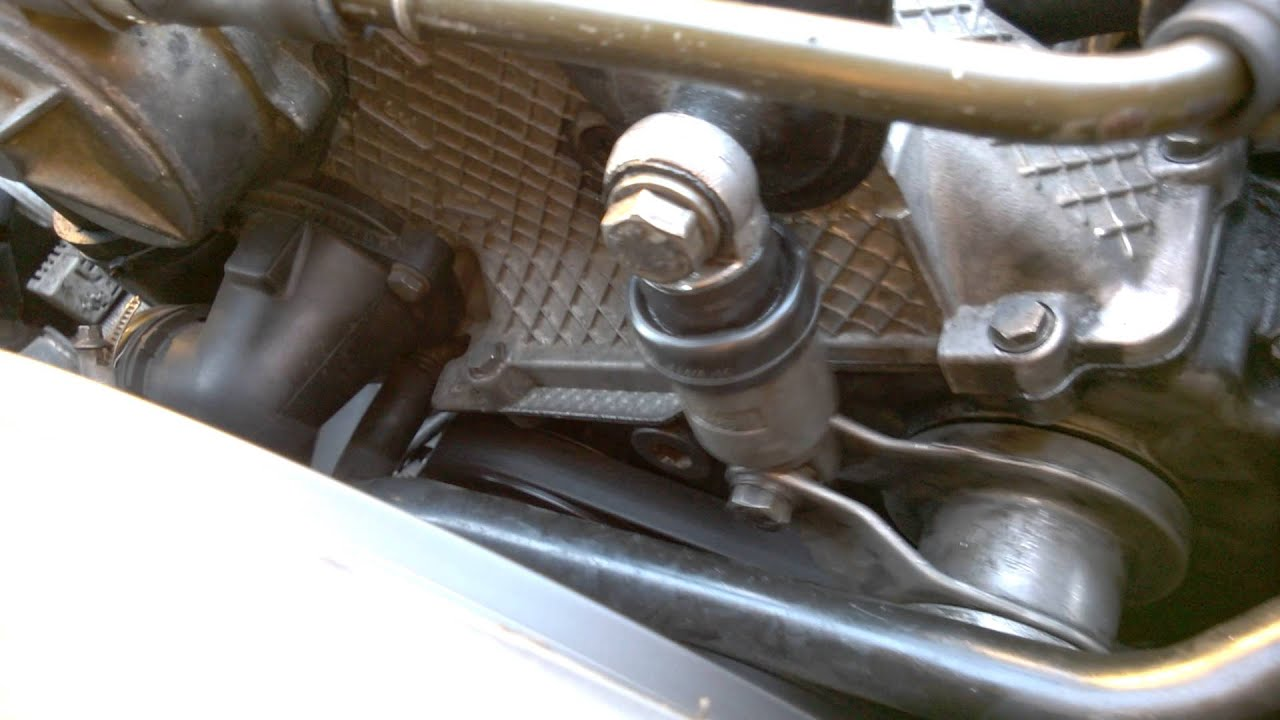bmw e34 525tds - before belt tensioner replacement