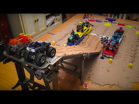 Hot Wheels Monster Jam Tabletop Downhill to Amazing Freestyle!