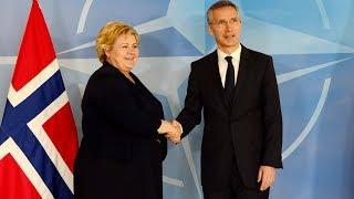Statsminister Erna Solberg og NATOs generalsekretær Jens Stoltenberg møter pressen