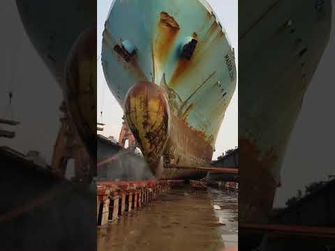 Maersk Izmir @ Floating drydock Cosco Nantong China