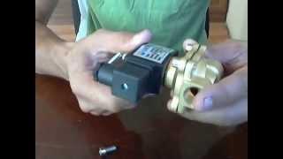 Электромагнитный клапан прямого действия, нормально-закрытый 220V. Solenoid valve(Обзор, электромагнитный клапан прямого действия, нормально-закрытый 220V. Купил для установки в обвязку солн..., 2015-08-05T18:27:48.000Z)