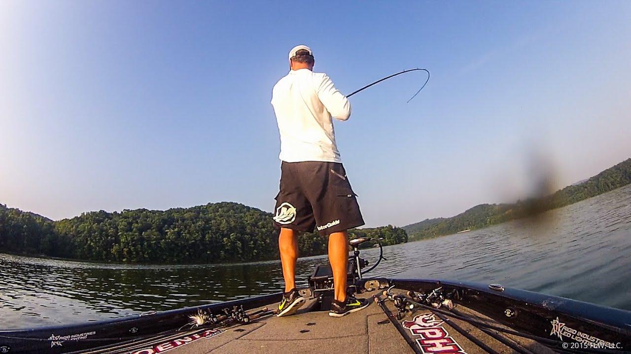 22 pounds of bass on watts bar lake youtube for Watts bar fishing report